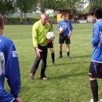 Demonstration der Übung mit dem Ball